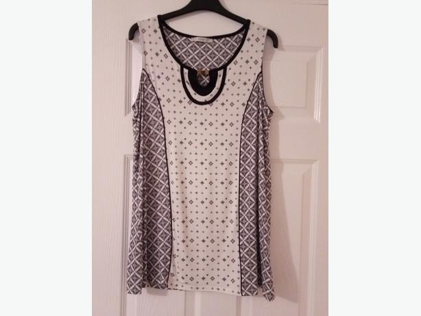 Ladies top size 14 black & cream brand new