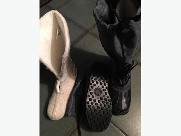 snow / winter boots size 7