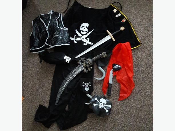 VARIETY OF PIRATES COSTUME
