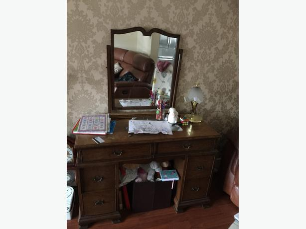 FREE:Dressing Table