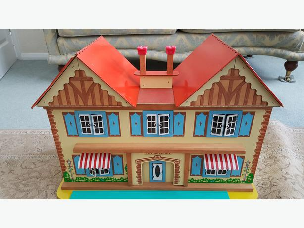 Vintage Wooden Dolls House Made By Gee Bee Children toy.
