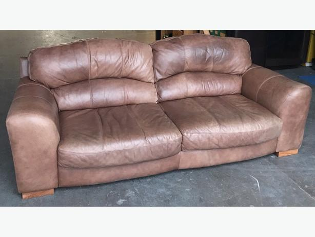 DFS Distressed Chesterfield Style Thick Leather Large 3 Seater Sofa .WE DELIVER