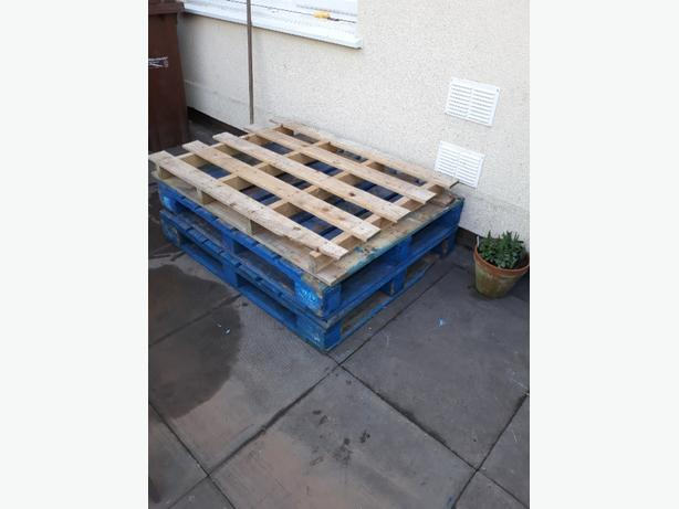 FREE: wooden pallets