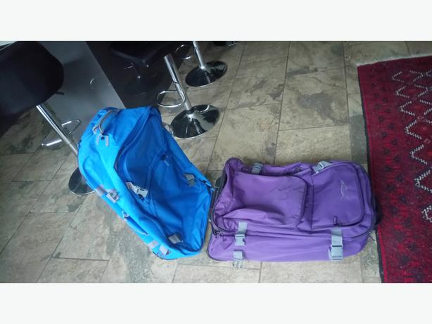 2 light weight durable suitcases luggage going cheap