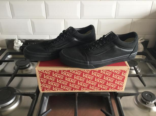 Genuine old skool men's black vans