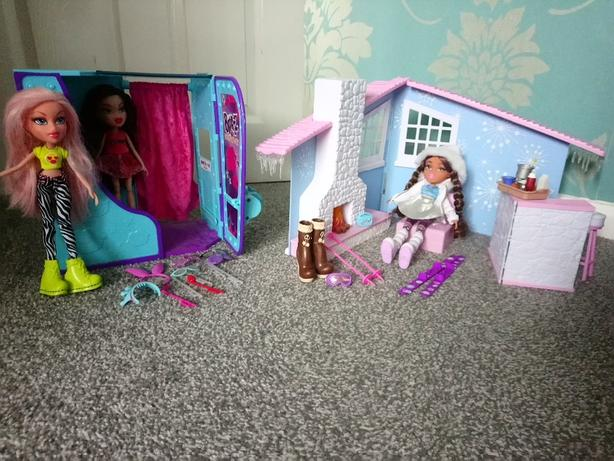 Bratz photo booth and snow lodge
