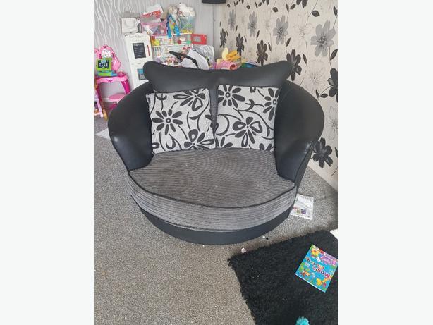 black swivel chair