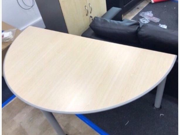 Curved Half Circle Office Desk/ Table Good Condition Can Deliver Locally for £5