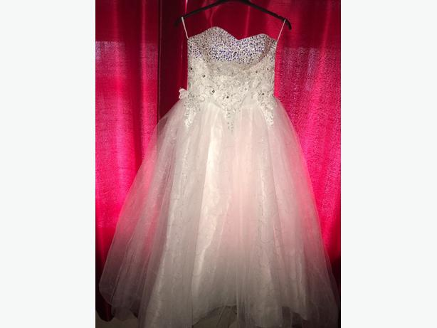 white wedding/prom dress