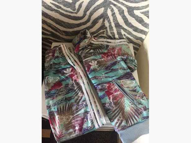 Genuine girls adidas tracksuit 3-4 butterfly design