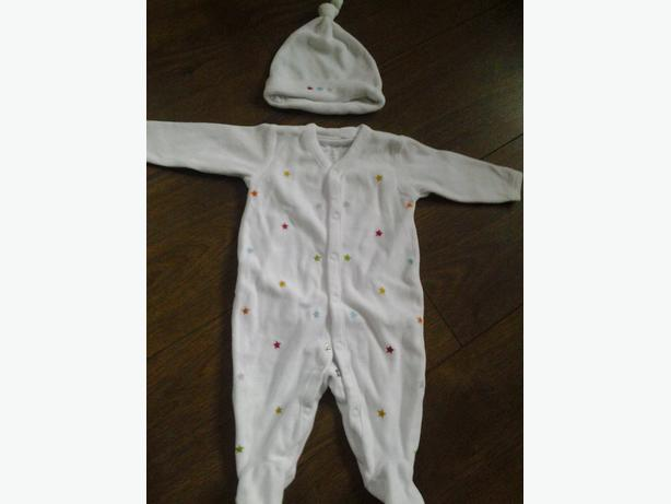 Next-Baby-Grow-Upto-1-Month-With-Matching-Hat-White with stars