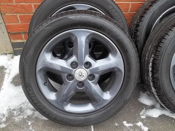 VAUXHALL ZAFIRA VECTRA ASTRA 16in ALLOYS 205 55 16 TYRES SET