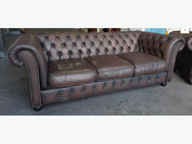 STUNNING Chesterfield Vintage Brown Leather Sofa .WE DELIVER