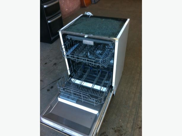'KENWOOD' INTEGRATED DIGITAL DISHWASHER IN GOOD CONDITION ~~ CAN DELIVER