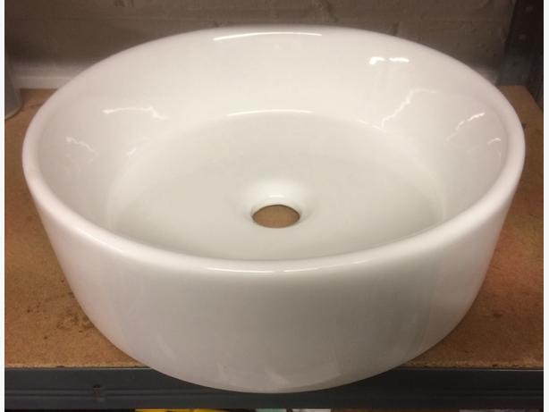 Ceramic round sink by Victora Plum