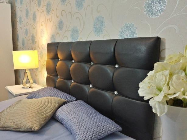 "3 TIER HIGH DOUBLE PADDED HIGH BACK LEATHER DIAMANTE"" HEADBOARD"