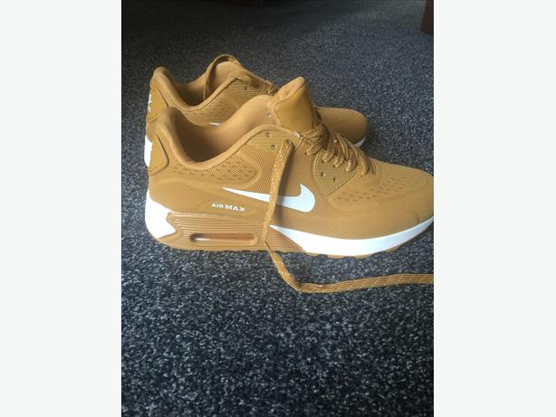 NEW MENS's size 10 Trainers  (New colour)