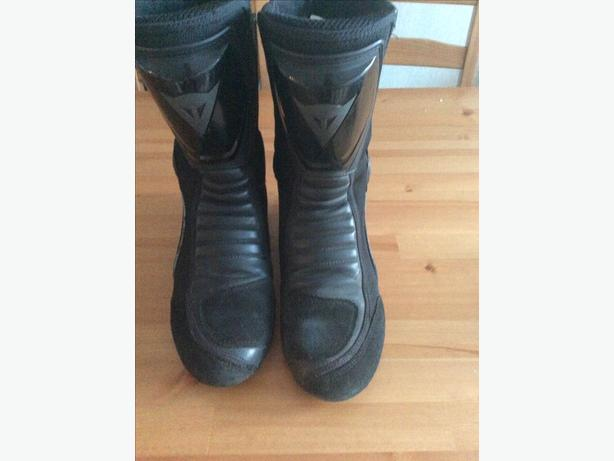 Dainese size 9 motorcycle boots