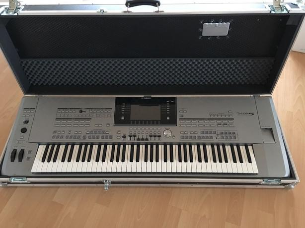 Yamaha Tyros 5 with 76 keys