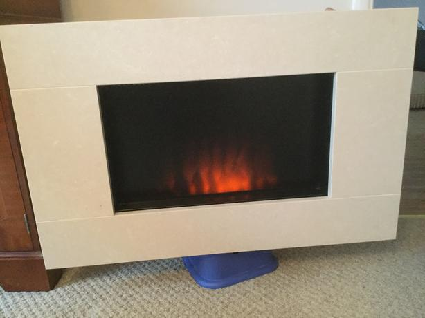 WALL MOUNTED FLAME EFFECT ELECTRIC HEATER