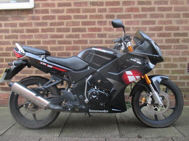 Lexmoto XTRS 125cc Motorbike
