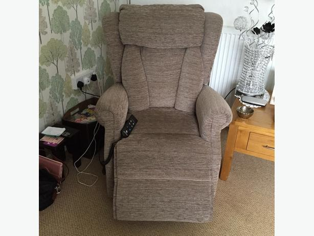 electric reclying and tilting chair