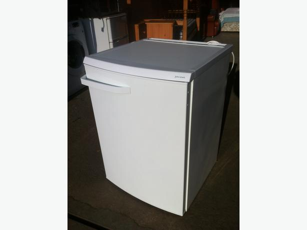 JOHN LEWIS UNDER COUNTER FRIDGE FREEZER ~~ NEARLY NEW!! ~~ CAN DELIVER