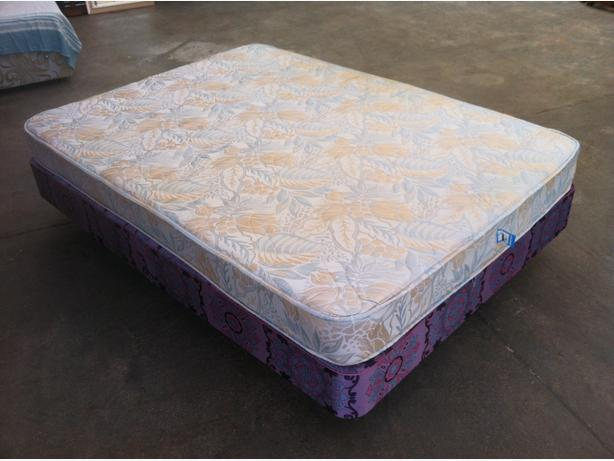 DOUBLE BED AND MATTRESS ~~ CLEAN AND TIDY ~~ CAN DELIVER