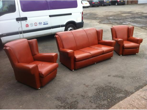 LOVELY VINTAGE LEATHER THREE PIECE SUITE ~~ SOFA & ARMCHAIRS ~~ CAN DELIVER