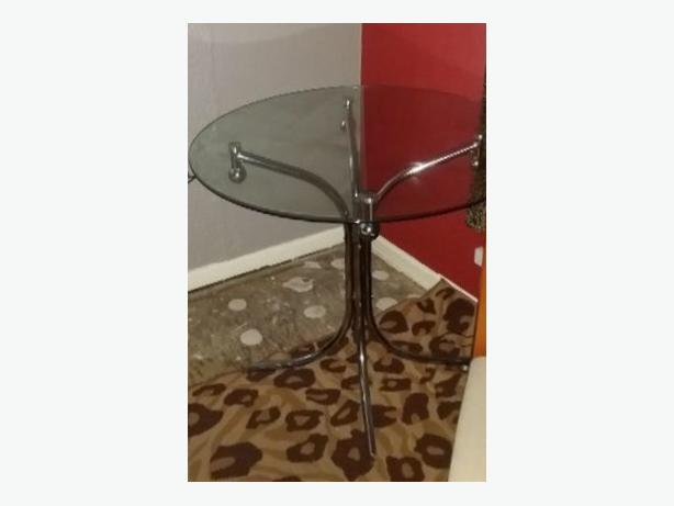 For Sale Nice Round Glass Dining/ Kitchen Table Good Condition Can Deliver
