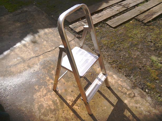 TWO STEP ALUMINIUM LADDER