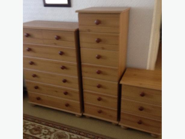Complete bedroom set of drawers