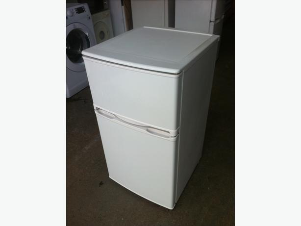 UNDER COUNTER FRIDGE FREEZER IN GOOD CONDITION ~~ CAN DELIVER