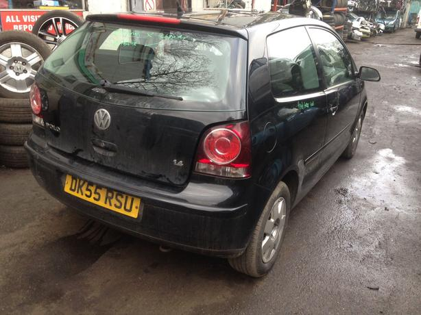 VW polo S 1.4 petrol black 2005 breaking for spares