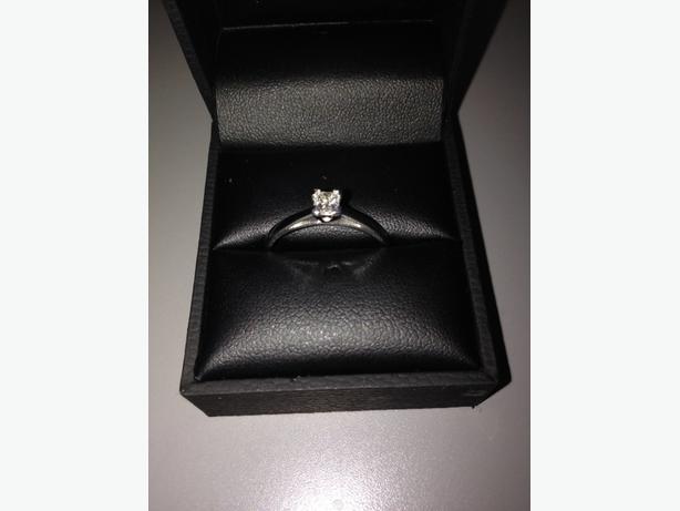 18CT WHITE GOLD DIAMOND SOLITAIRE ONE PRINCESS CUT DIAMOND APPROX 0.25CT