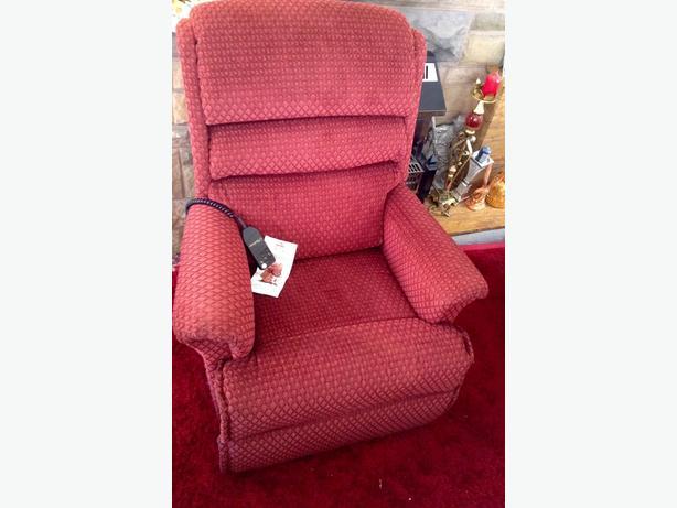 Dual Motor Electric Chair, Like New.