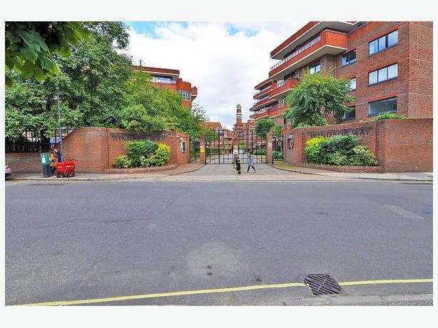 For rent 2br-A massive,newly refurbished 2br,2bath with balcony(Kensington)