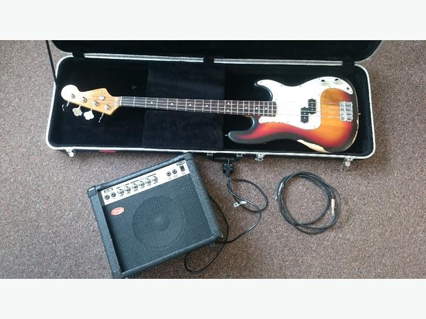 Bass guitar with Amp and hardcase