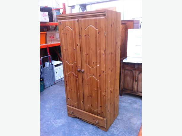 SOLID PINE DOUBLE WARDROBE WITH DRAWER ~~ VERY GOOD CONDITION ~~ CAN DELIVER