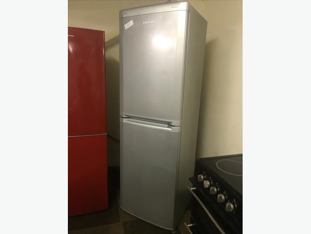 EXCELLENT CONDITION TALL SILVER FRIDGE FREEZER 🇬🇧🇬🇧🌎🌎