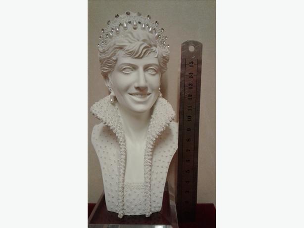 Lady Diana bust