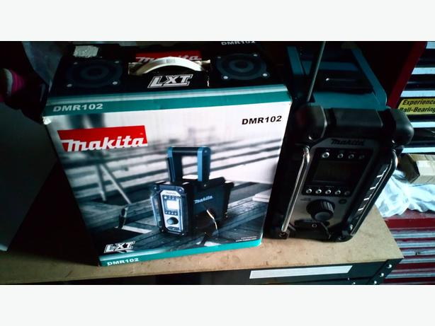makita radio like new