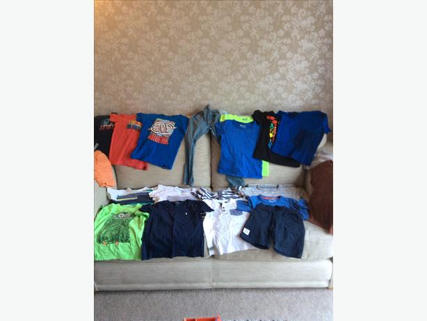 Aged 3-4 large clothing bundle, mainly Next clothing