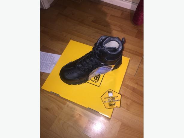 magnun work boots