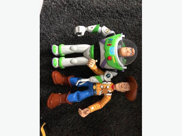 buzz lightyear and woody talking