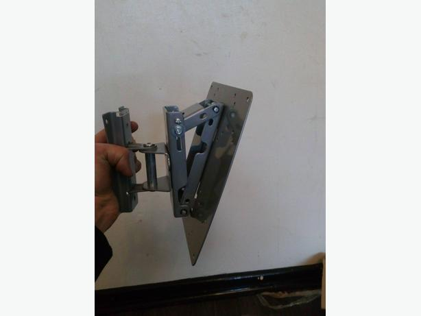 up to 32 inch tv bracket
