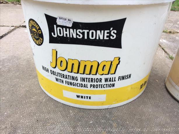 Johnstone obliterating wall paint with fungicidal protection white