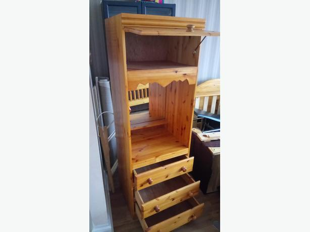 Solid Wood Single Bed Tall unit Drawers Bed side table going cheap
