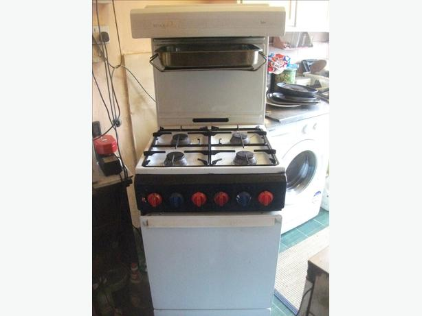 gas cooker,    eye level grill .