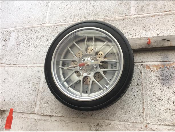 Wheel quartz clock